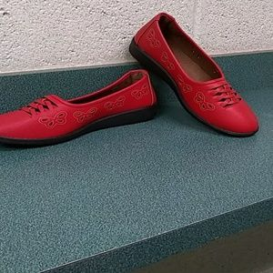 Shoes - Red flats wide width